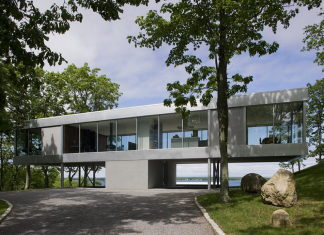 Glass Clearhouse by Stuart Parr Design on the lake bank