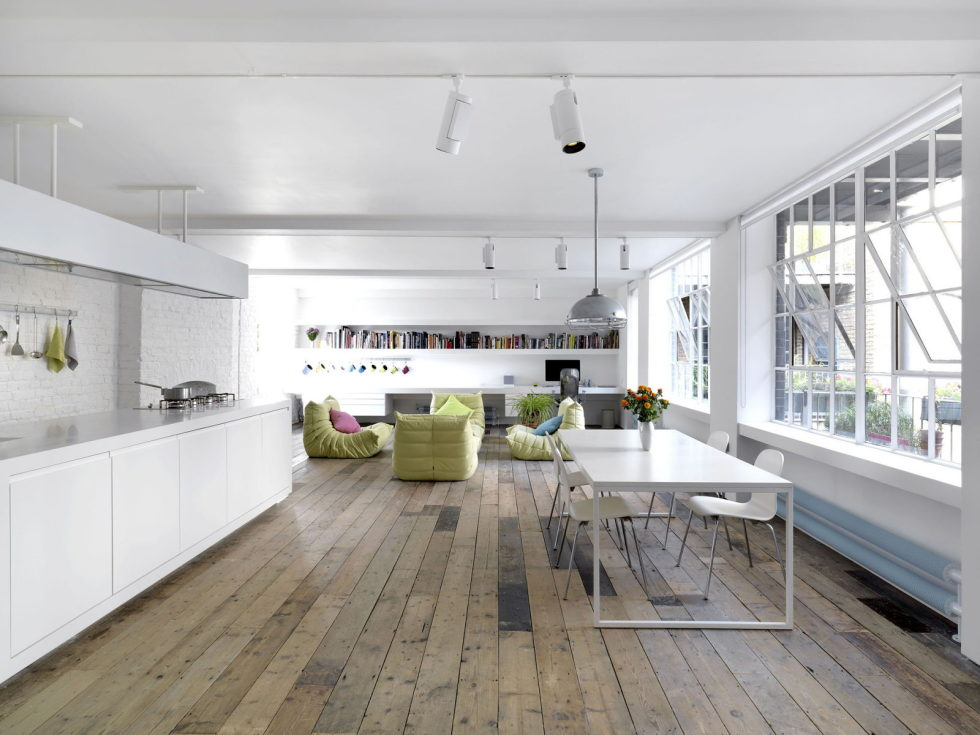 Loft - a warehouse in Bermondsey district - Kitchen and dining place
