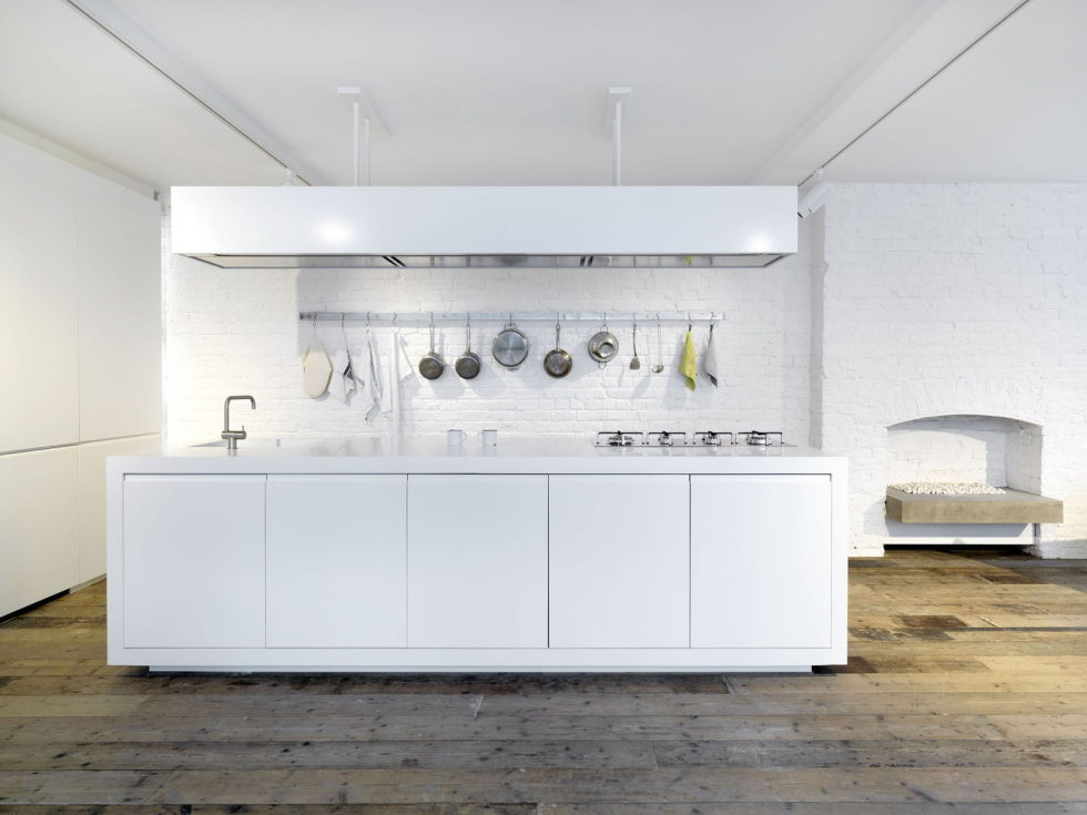 Loft - a warehouse in Bermondsey district - White kitchen island
