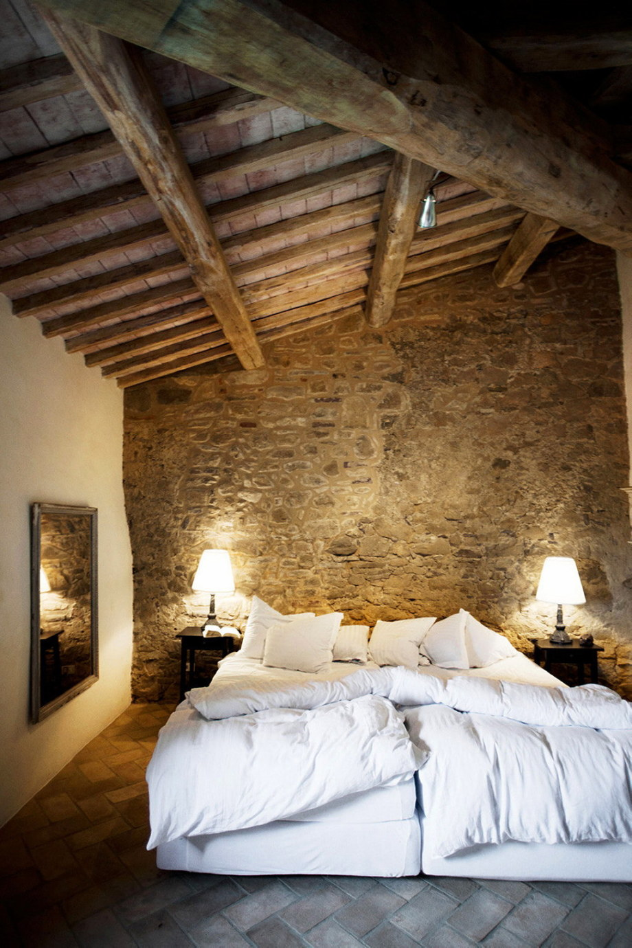 Medieval modern bedroom - Medieval Villa With Modern Conveniences In Italy 21
