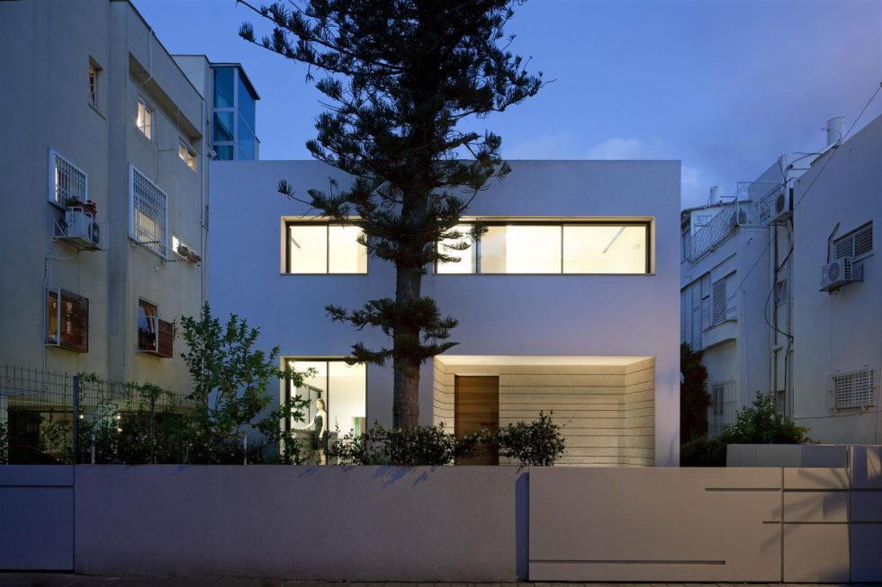 Modern Minimalistic Urban Villa in Tel Aviv 1
