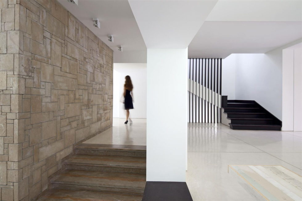 Modern Minimalistic Urban Villa in Tel Aviv 10