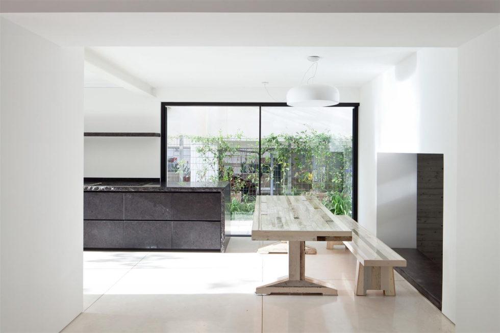 Modern Minimalistic Urban Villa in Tel Aviv 11