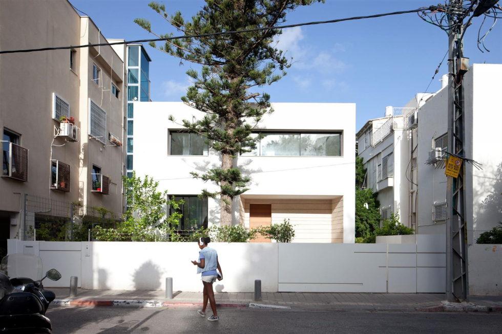 Modern Minimalistic Urban Villa in Tel Aviv 16