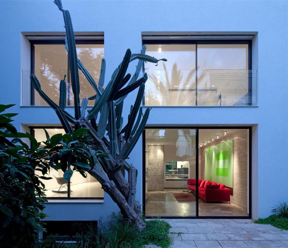 Modern Minimalistic Urban Villa in Tel Aviv 2