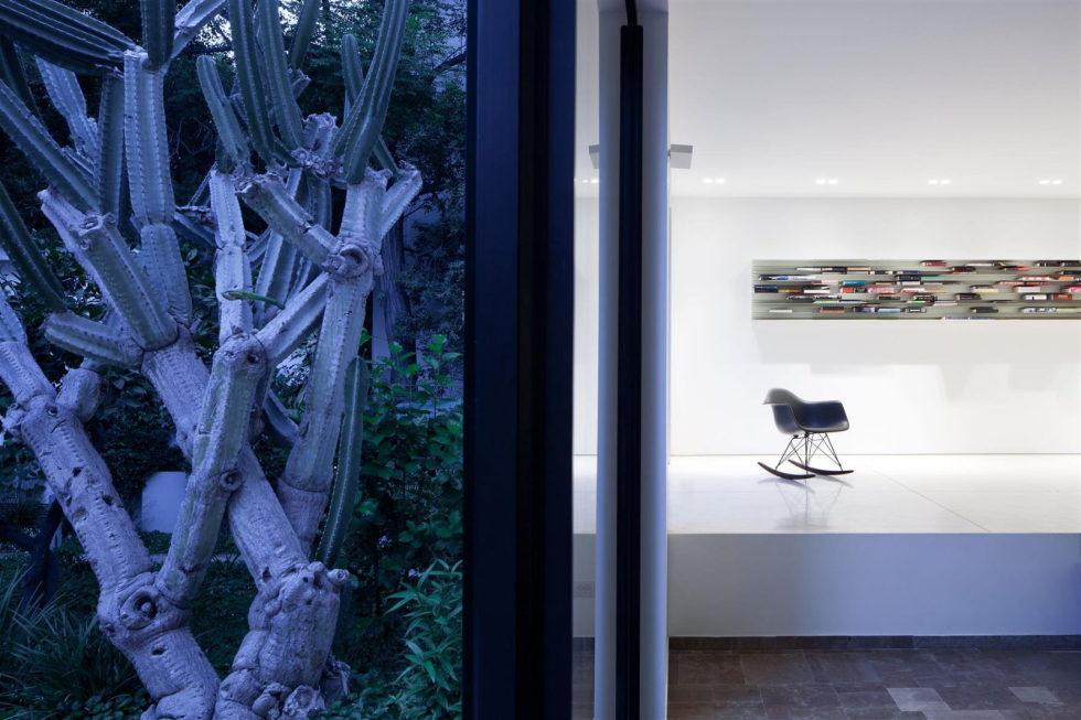 Modern Minimalistic Urban Villa in Tel Aviv 3