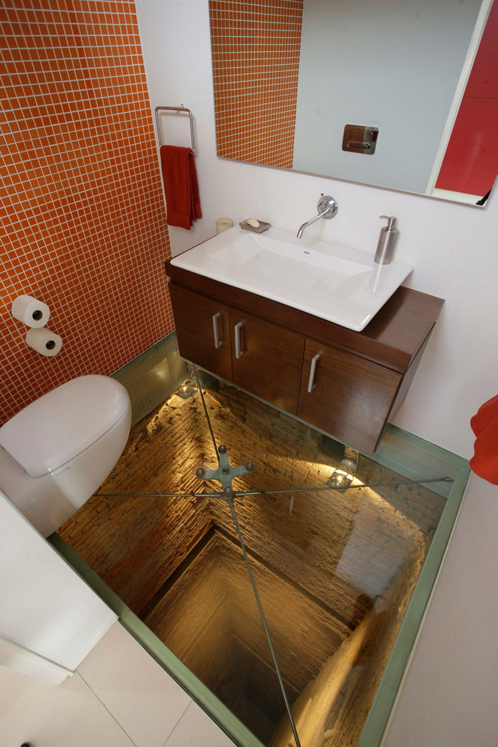 Penthouse with Glass Floor Bathroom, Guadalajara, Mexico - Glass Floor Bathroom