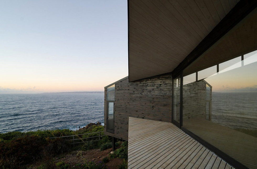 The House Overlooking The Pacific Ocean From Branko Pavlovic + Pablo Lobos-Pedrals 10