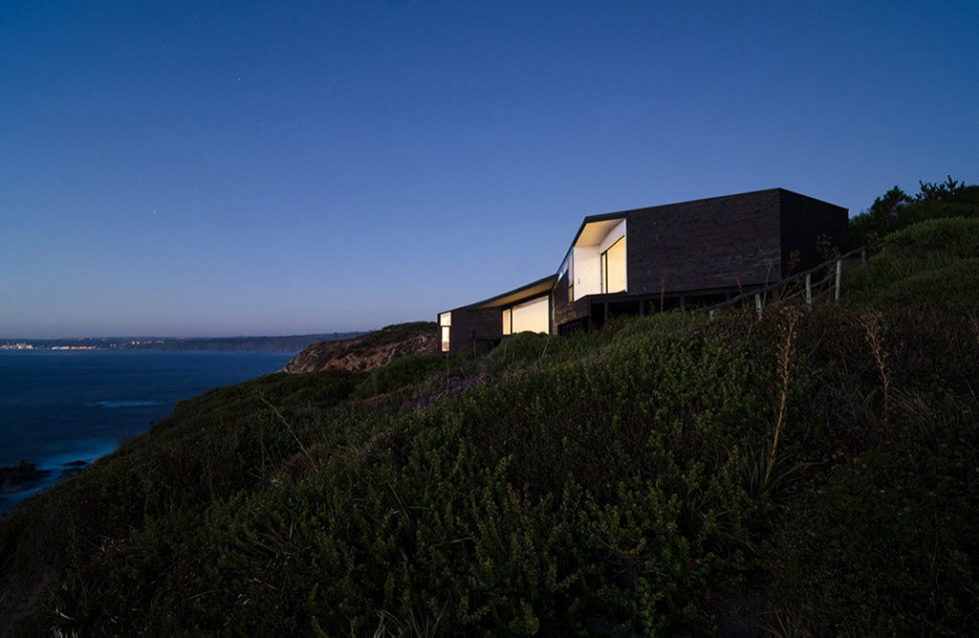 The House Overlooking The Pacific Ocean From Branko Pavlovic + Pablo Lobos-Pedrals 11