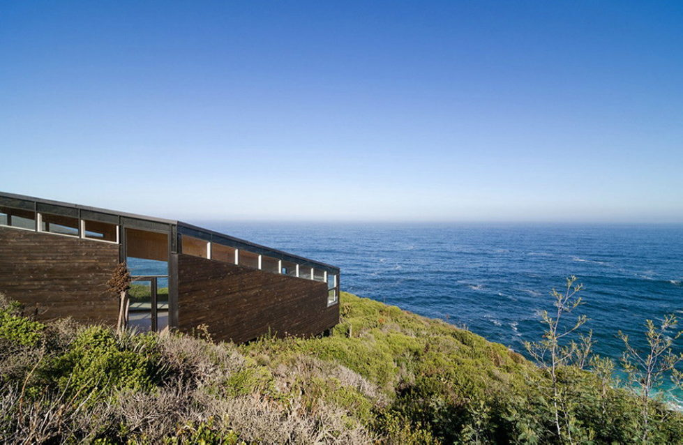 The House Overlooking The Pacific Ocean From Branko Pavlovic + Pablo Lobos-Pedrals 2