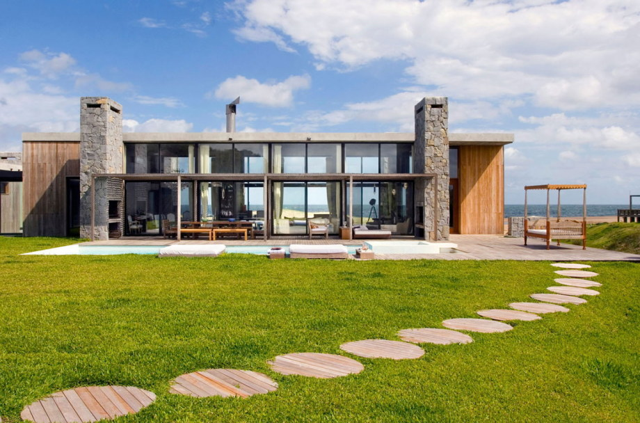 The beach house La Boyita Residence by Martin Gomez Arguitectos, Uruguay 1