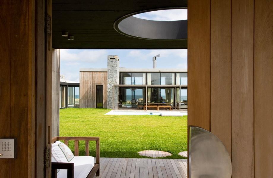 The beach house La Boyita Residence by Martin Gomez Arguitectos, Uruguay 5