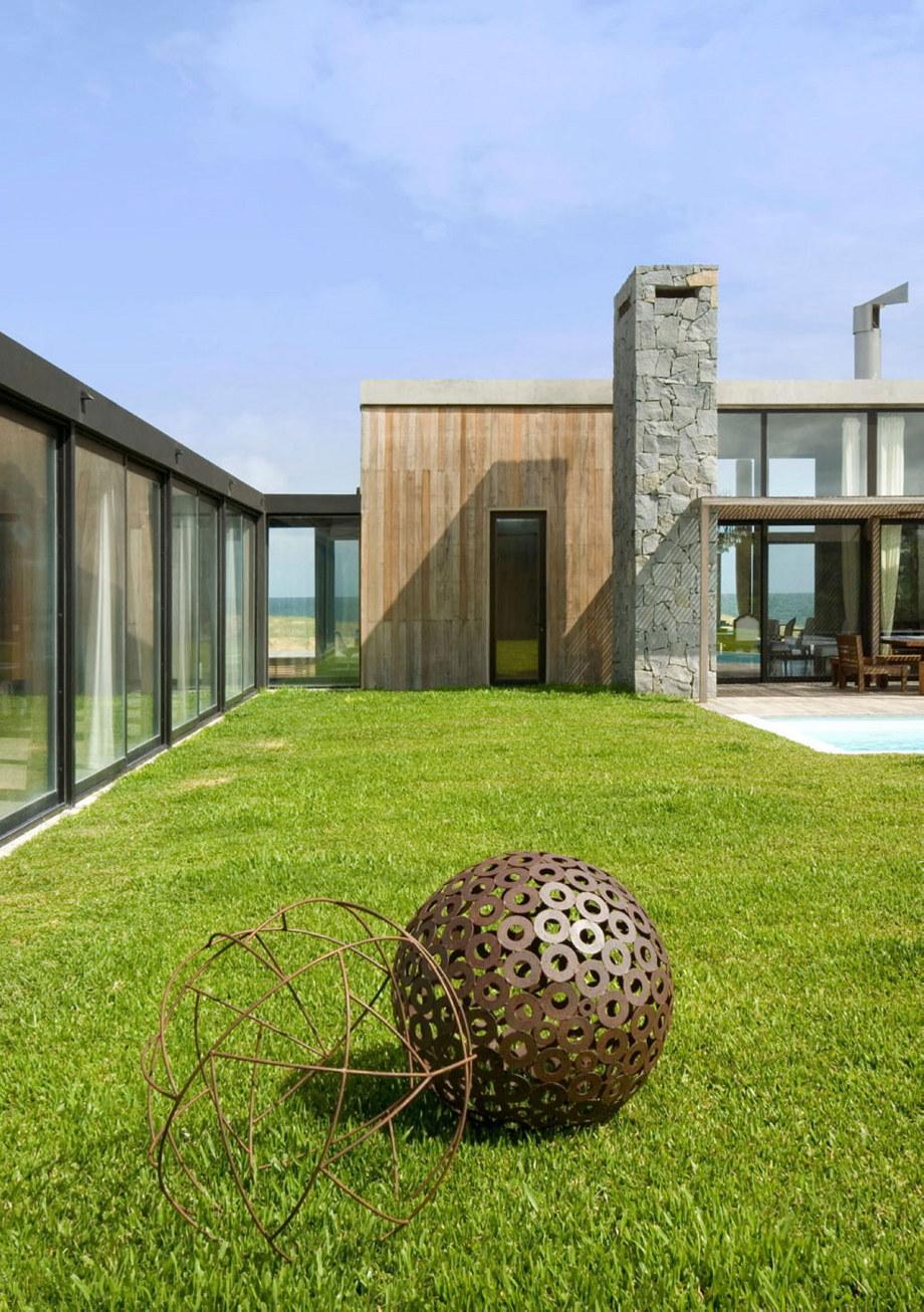 The beach house La Boyita Residence by Martin Gomez Arguitectos, Uruguay 9