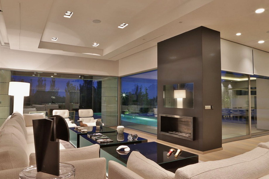 The modern five bedroom house in Madrid 15