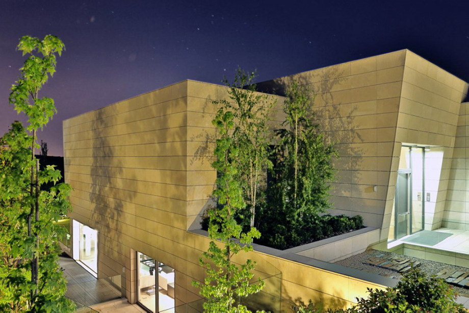 The modern five bedroom house in Madrid 17