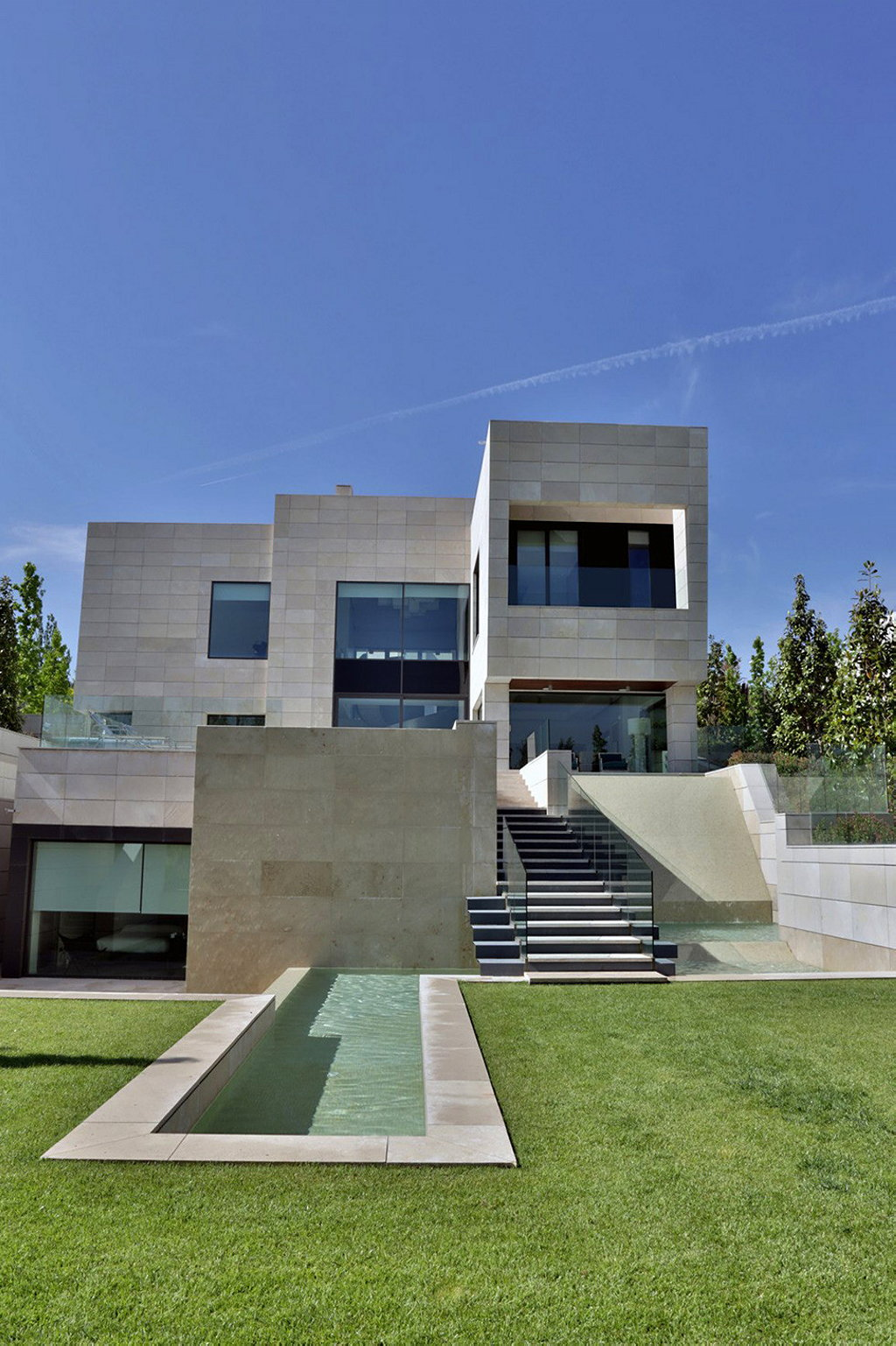 modern five bedroom house in Madrid