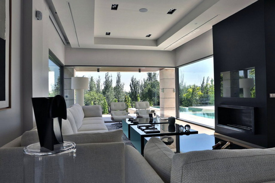 The modern five bedroom house in Madrid 6