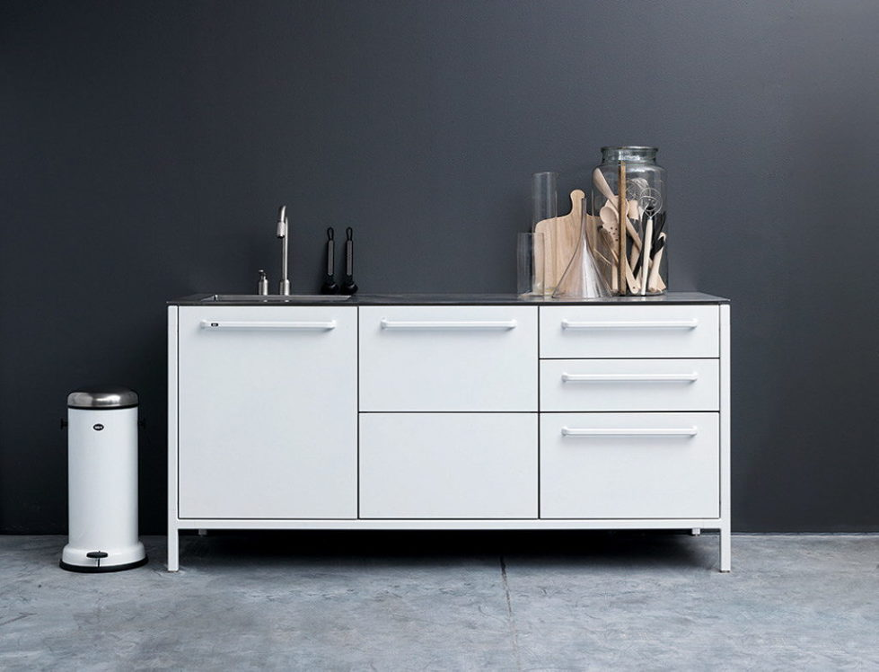 The practical kitchen of stainless steel from Vipp 11