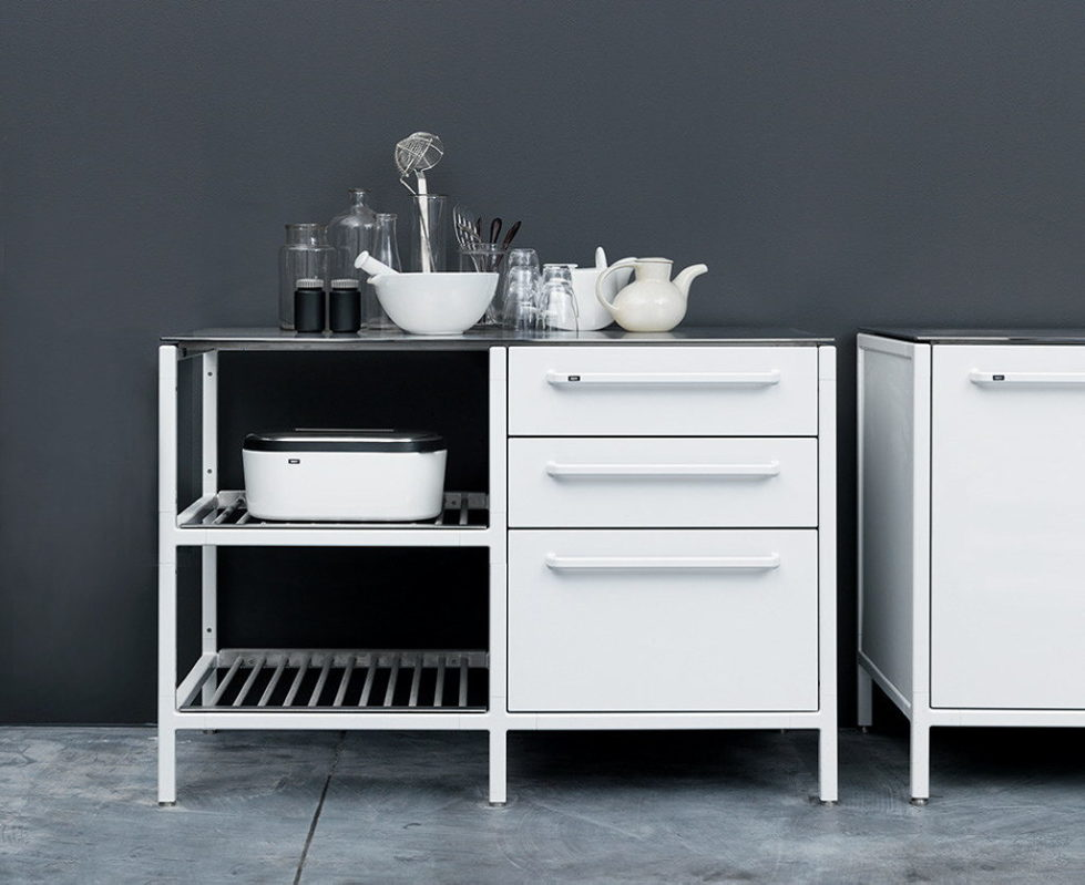 The practical kitchen of stainless steel from Vipp 13