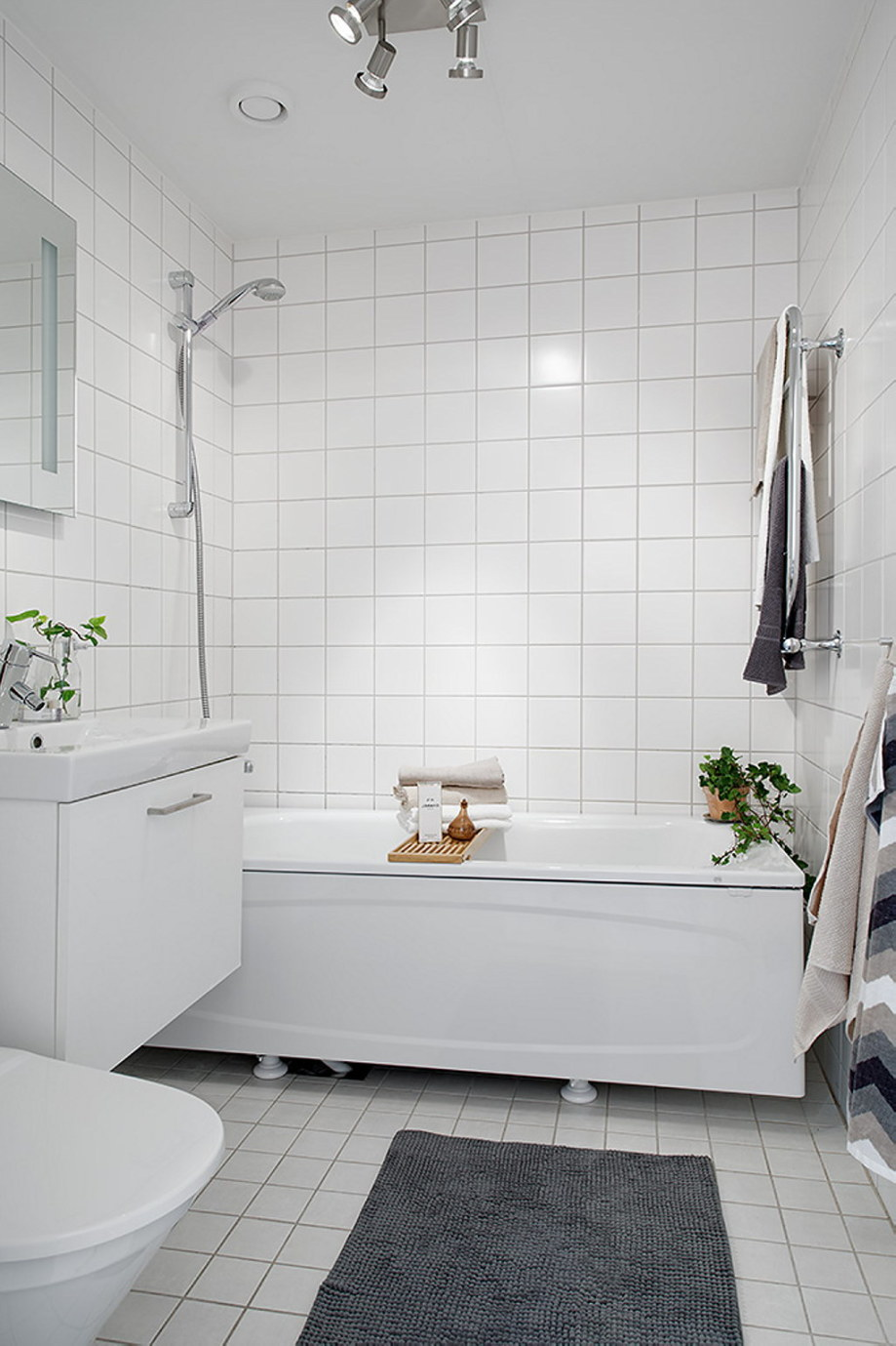 The snow-white three bedroom apartment in Sweden 20