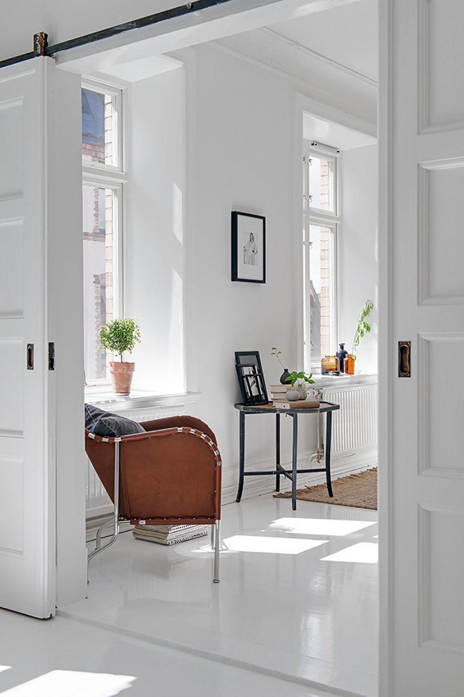 The snow-white three bedroom apartment in Sweden 9