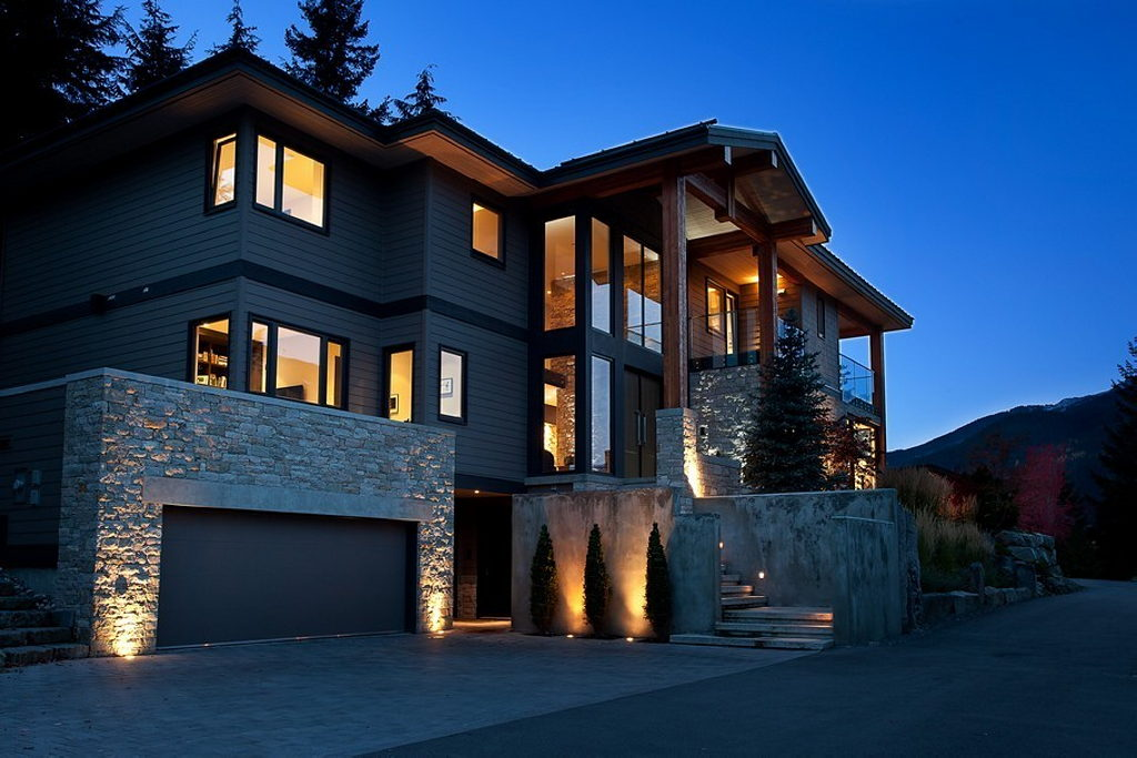 A stylish house in british columbian mountains for 8 5 Amazing house plans with pictures