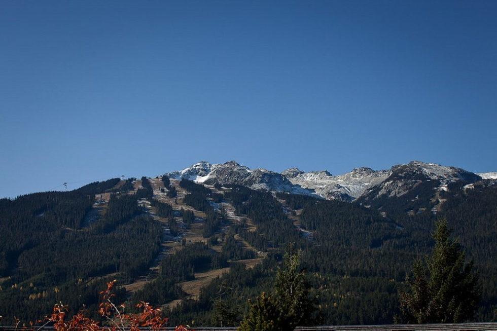 A Stylish House In British Columbian Mountains Worthing $8.5 Million 25