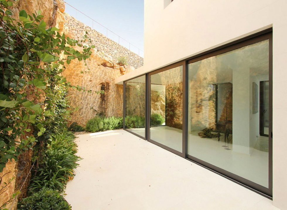Casa 115 From Miquel Angel Lacomba Architect Studio The House In Spain, Overlooking The Picturesque Valley 13