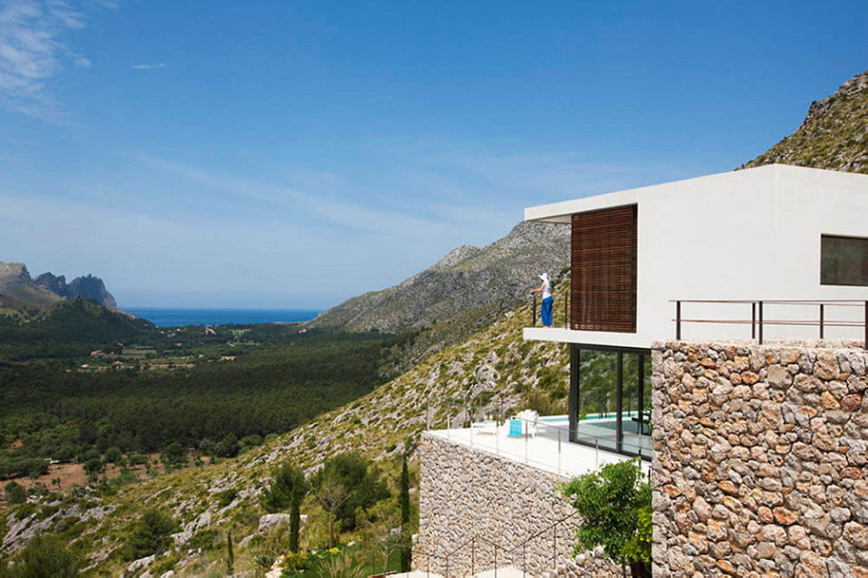 Casa 115 From Miquel Angel Lacomba Architect Studio The House In Spain, Overlooking The Picturesque Valley 2