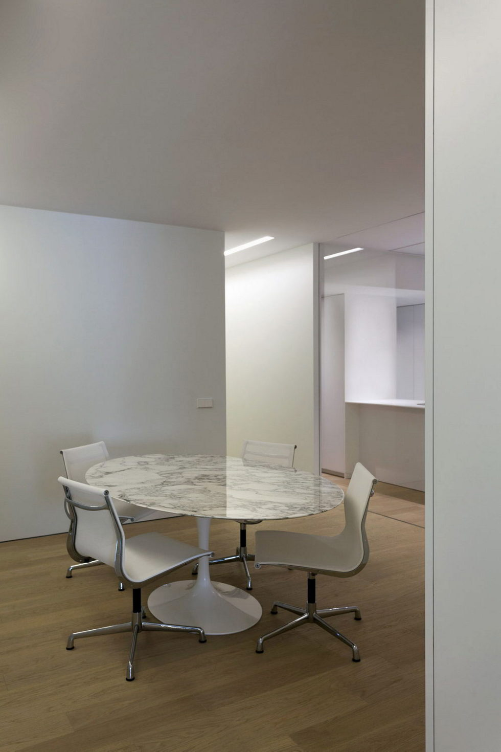 Contemporarily Designed Apartment In Valencia by Fran Silvestre Arquitectos 13