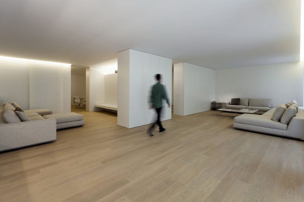 Contemporarily Designed Apartment In Valencia by Fran Silvestre Arquitectos 2