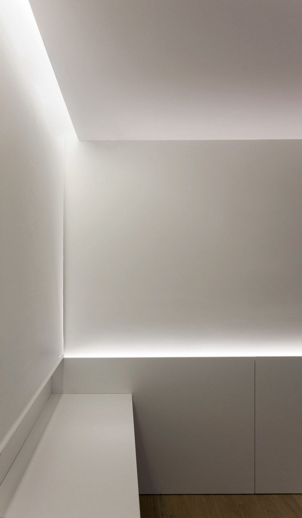 Contemporarily Designed Apartment In Valencia by Fran Silvestre Arquitectos 20