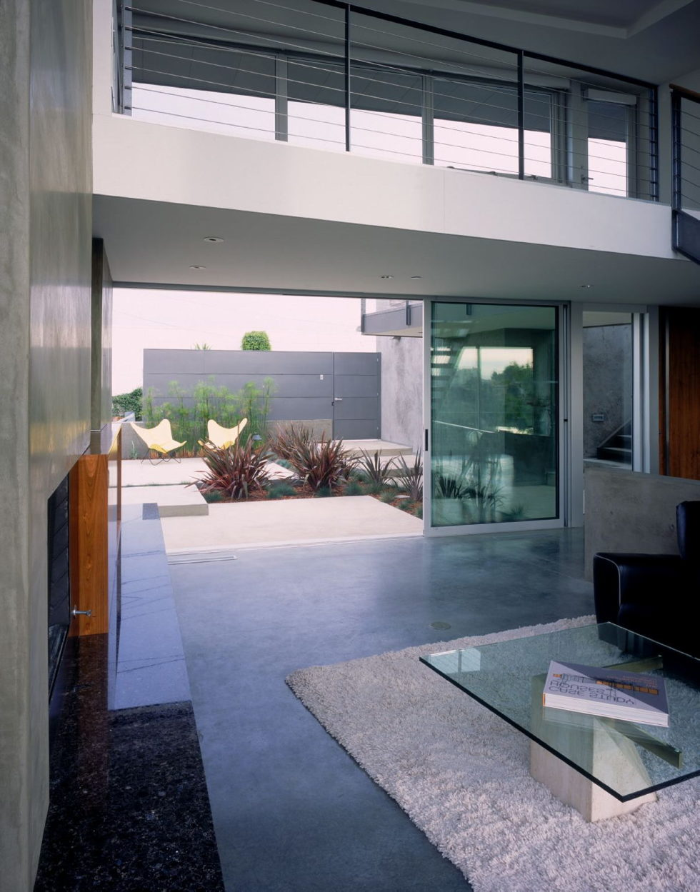The Leonard residence in the Hollywood Hills 13