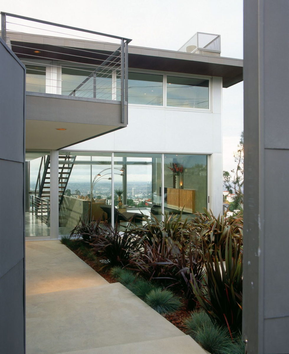 The Leonard residence in the Hollywood Hills 3