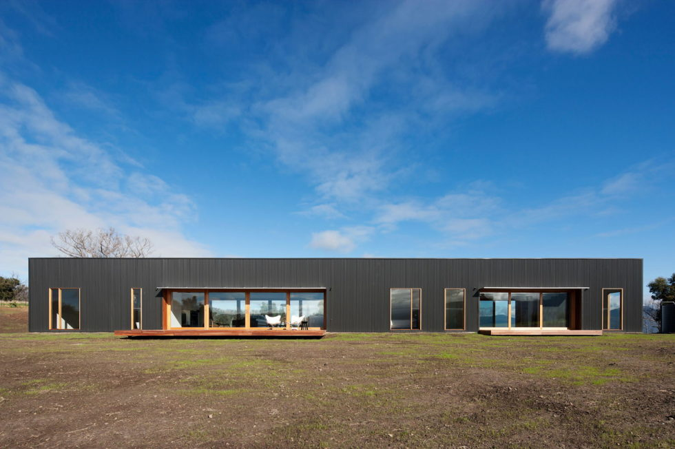 The modern farmhouse Finnon Glen by Doherty Lynch in Australia 1