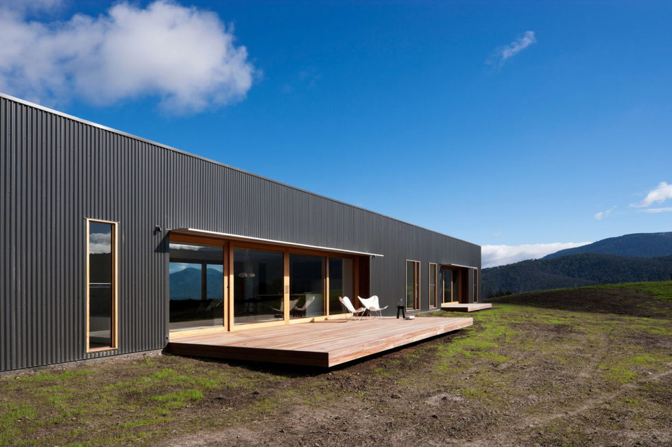 The modern farmhouse Finnon Glen by Doherty Lynch in Australia 2