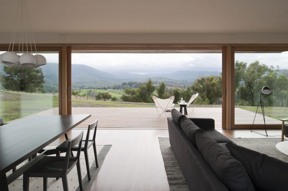 The modern farmhouse Finnon Glen by Doherty Lynch in Australia 3