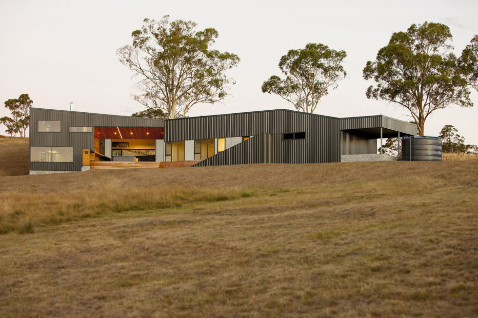 Modern Family Valley House In Australia From Philip M Dingemanse 14