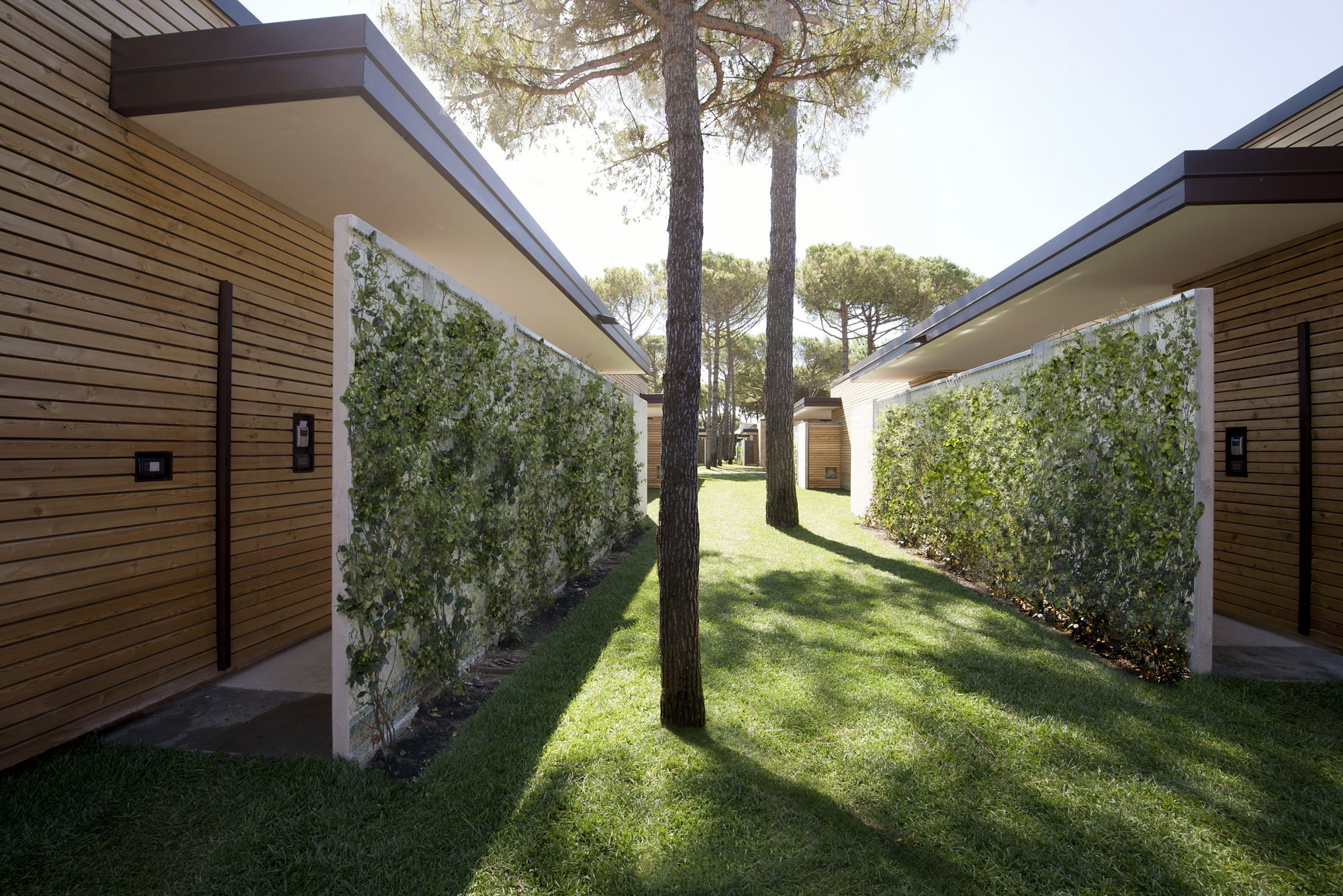 picturesque garden villas bungalow in italy from matteo thun. Black Bedroom Furniture Sets. Home Design Ideas