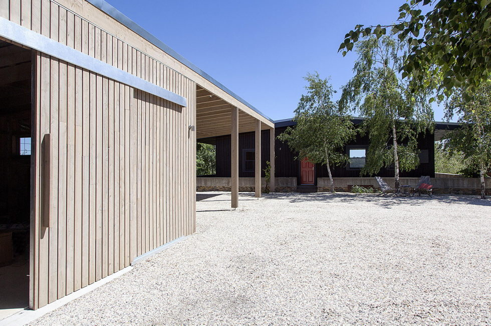 Plinth House in Australia from the Luke Stanley Architects 8