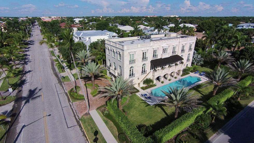 The luxury house for $ 8.3 million in Old Naples, USA 1