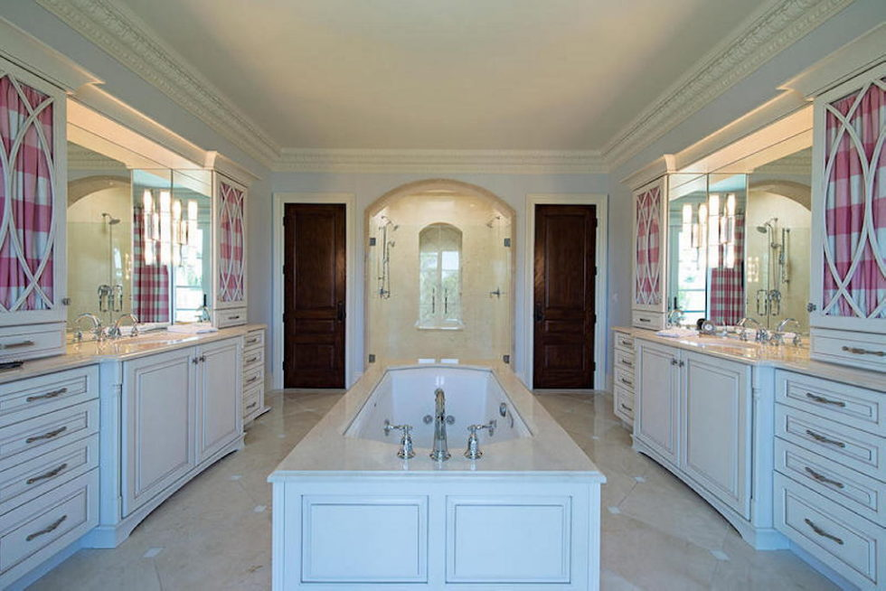 The luxury house for $ 8.3 million in Old Naples, USA 16