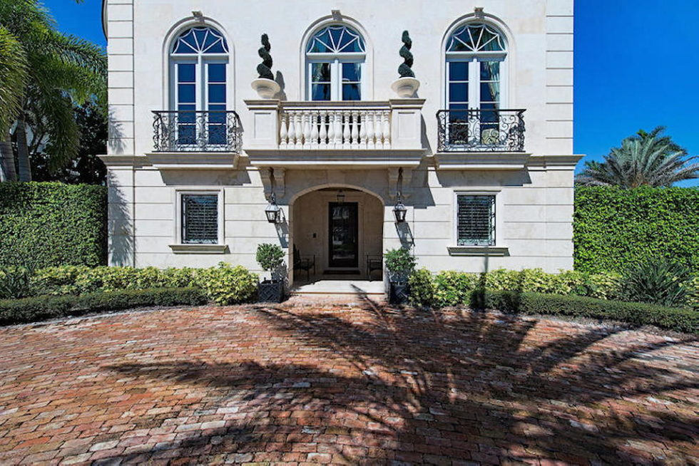 The luxury house for $ 8.3 million in Old Naples, USA 2