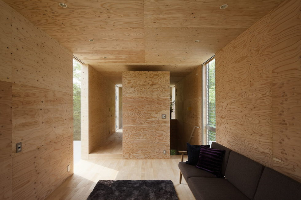 The pendulous over the forest house '+ node' from the UID Architects 6