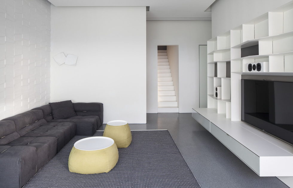 The penthouse from the Pitsou Kedem studio in Tel Aviv, Israel 16