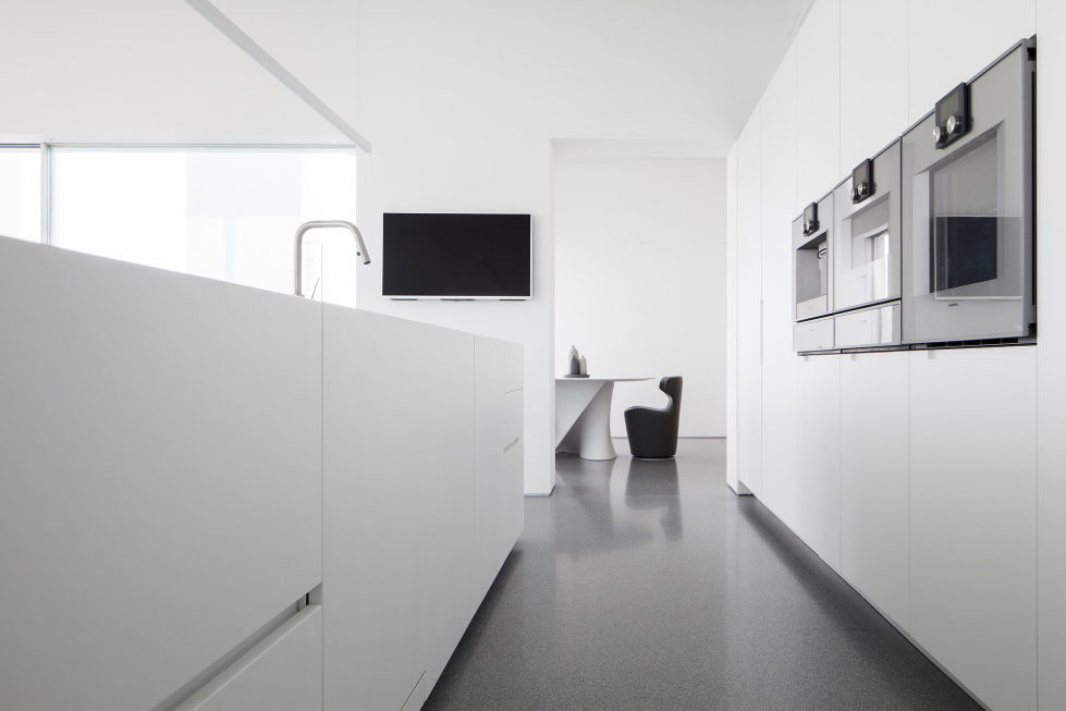 The penthouse from the Pitsou Kedem studio in Tel Aviv, Israel 20