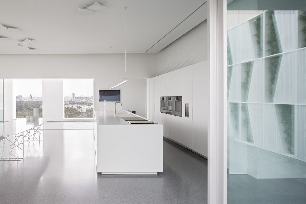 The penthouse from the Pitsou Kedem studio in Tel Aviv, Israel 21