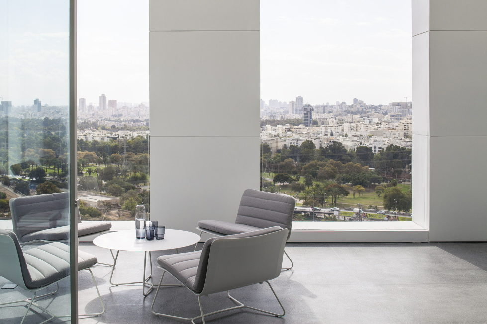The penthouse from the Pitsou Kedem studio in Tel Aviv, Israel 4