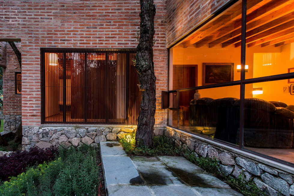 Two-Storeyed House Surounded By The Pictiresque Forest in Mexico From MO+G taller de arquitectura 14