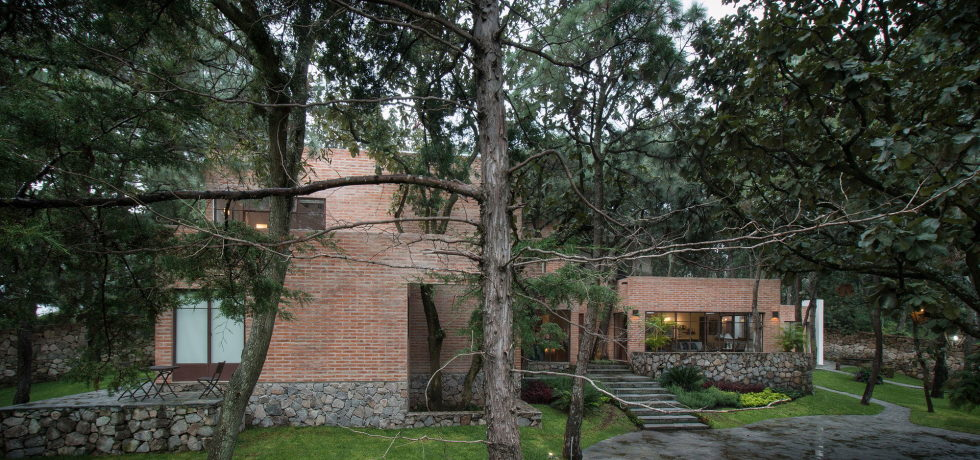 Two-Storeyed House Surounded By The Pictiresque Forest in Mexico From MO+G taller de arquitectura 17